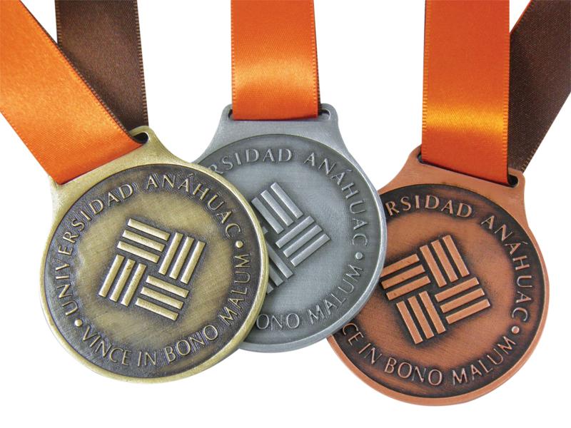 Medalla Empresarial 06